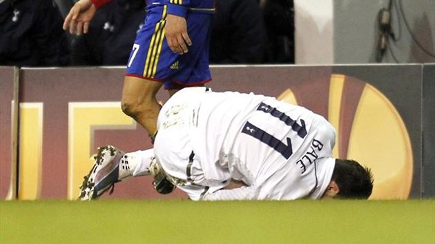 Gareth Bale sustains an ankle injury in Tottenham's 2-2 draw with  in the Europa League