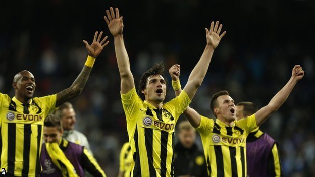 Dortmund celebrate making it to the Champions League final