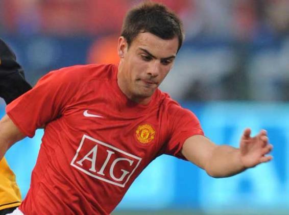 Darron Gibson joins Everton