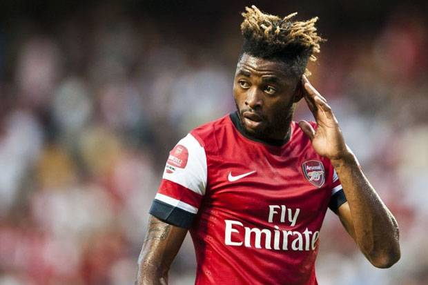 Official: Alex Song joins Barcelona