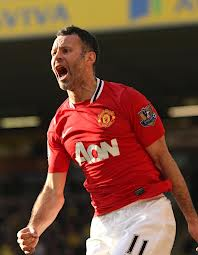 Ryan Giggs, Manchester United Legend Signs new contract