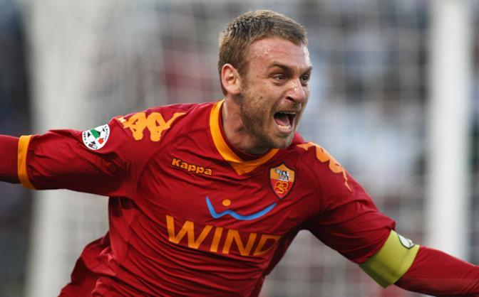 De Rossi celebrates his 300 presences in Roma.