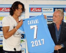 Napoli-Cavani: De Laurentiis wants certainties